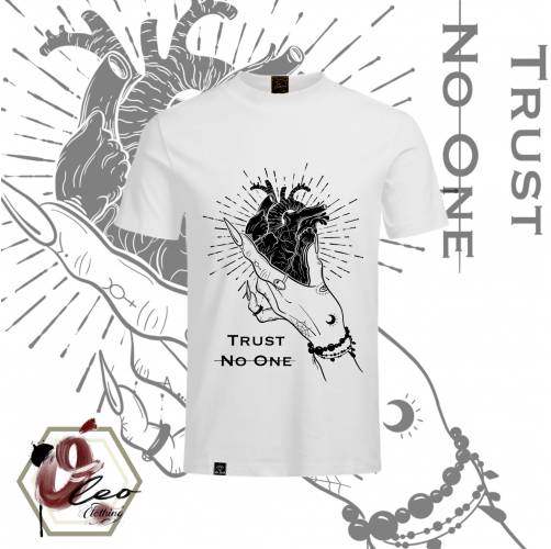 Camiseta Trust No One
